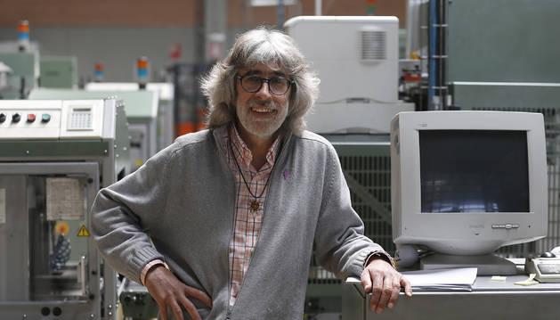 Andoni Romeo Mauleón, en la rotativa de Diario de Navarra.