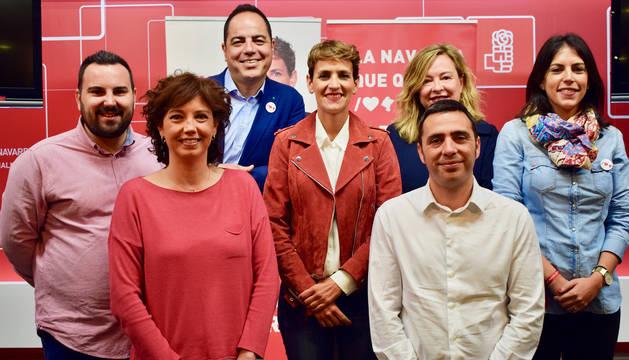 María Chivite, junto a miembros del PSN durante el acto de campaña de este sábado 18 de mayo.