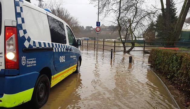 Las intensas lluvias provocan afecciones en el entorno del río Arga en Pamplona