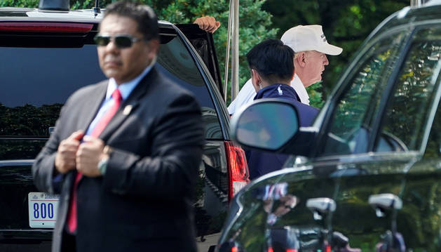 Donald Trump regresa a la Casa Blanca tras un día en el Club de Golf.