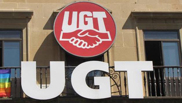 Balcón de la sede de UGT en Navarra.