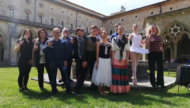 Representantes de las entidades y colectivos que participan en el programa, ayer, en la presentación en el Monasterio de Iranzu.