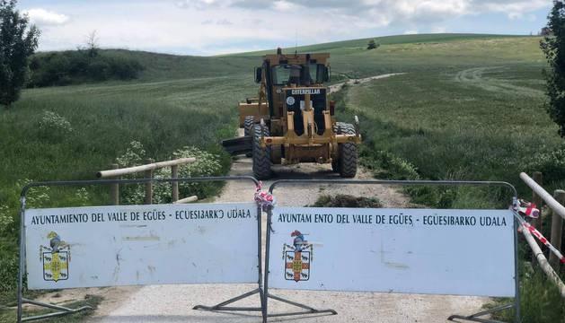 Imagen del camino entre Sarriguren y Badostáin, cortado.