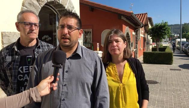 Gaxan Sad, candidato de Podemos a la Alcaldía de Pamplona, en un acto de campaña.