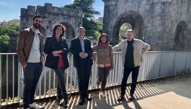 El equipo de Geroa Bai para la alcaldía de Pamplona, en un acto de la campaña electoral.