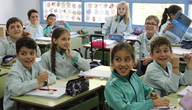 Alumnado del colegio Notre Dame de Burlada durante una clase.