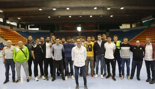 Compañeros y cuerpo técnico acompañaron a Miguel Goñi este jueves.