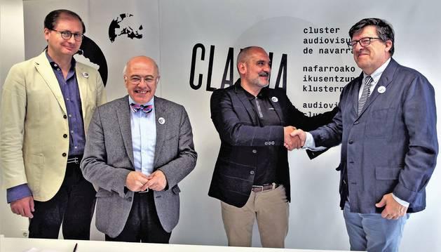 Izda. a dcha: Rubén A. Alcolea (secretario), José Manuel Pozo (coordinador), Arturo Cisneros (Clavna) y Juan Miguel Otxotorena (pte. AREA).