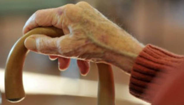 Se hacen pasar por policías y abogados para estafar a ancianos en varias provincias