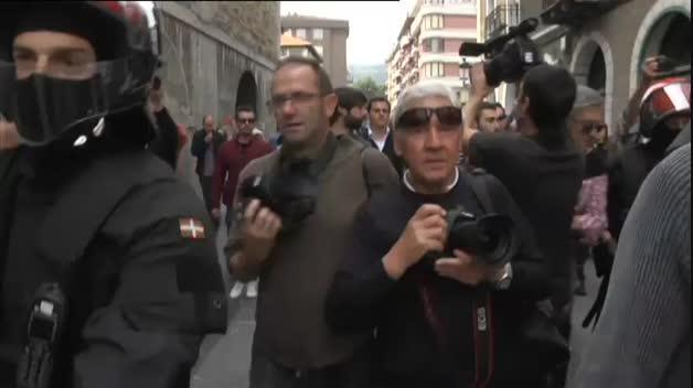 Albert Rivera, recibido con hostilidad en el pueblo de Josu Ternera