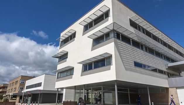 Foto de la fachada principal del hospital García Orcoyen de Estella.