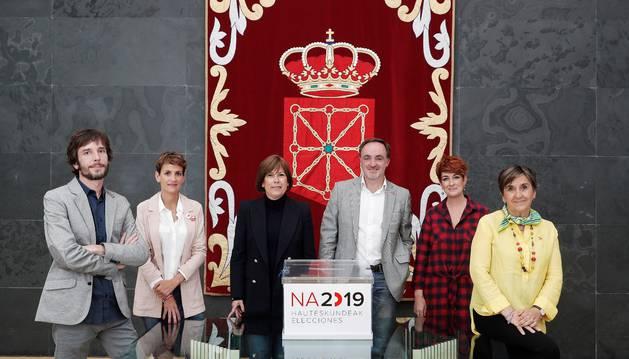 Foto de Mikel Buil (Podemos), María Chivite (PSN), Uxue Barkos (Geroa Bai) , Javier Esparza (Navarra Suma), Bakartxo Ruiz (Bildu) y Marisa de Simón (I-E).