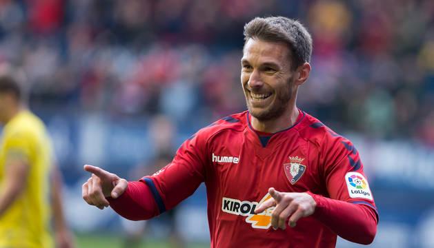 Xisco, de 32 años, celebra su gol a Las Palmas el sábado, que provocó una felicitación masiva de todos sus compañeros y del técnico.