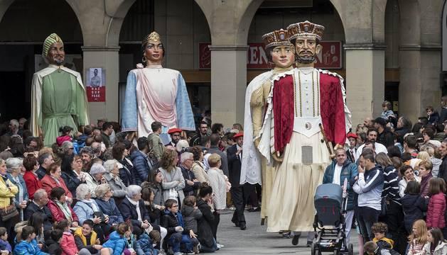 Los gigantes llenan las calles de Estella por las fiestas de la Virgen del Puy