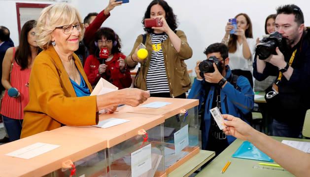 foto de La alcaldesa de Madrid y aspirante a la reelección de Más Madrid, Manuela Carmena, ha ejercido su derecho al voto