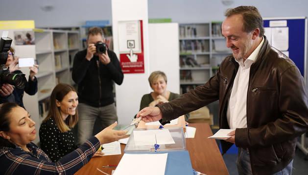 Esparza (Navarra Suma) pide que se vote con