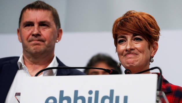 Arlando Otegi y Bakartxo Ruiz, durante el balance de las elecciones del 26M tras reunirse en San Sebastián.