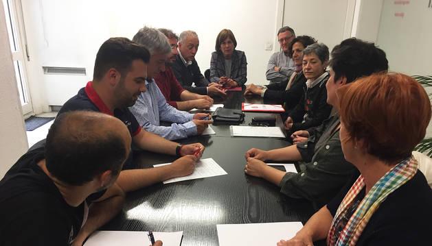 Comisión Permanente de Geroa Bai analizando los resultados del 26M en Navarra con Uxue Barkos encabezando la reunión.