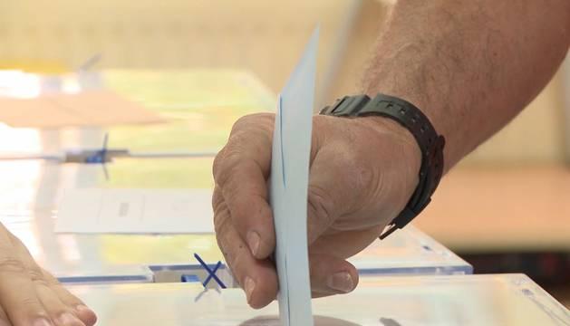 El PSOE consigue mayoría absoluta en Extremadura, y el PP pierde ocho diputados