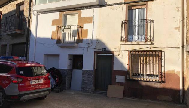 La fachada de la vivienda okupada en Allo.