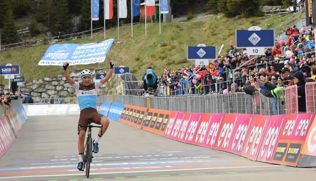 Nans Peters (AG2R La Mondiale) celebra su victoria.