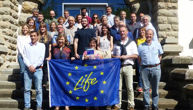 Elizalde, con socios y colabores del proyecto Life Agrointegra.