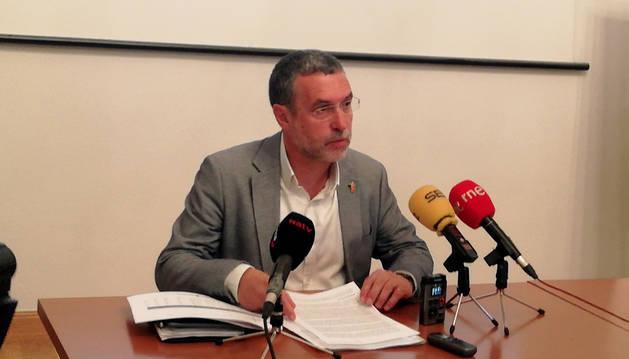 El consejero Miguel Laparra durante la rueda de prensa en la que ha dado los datos del primer año de la ley de