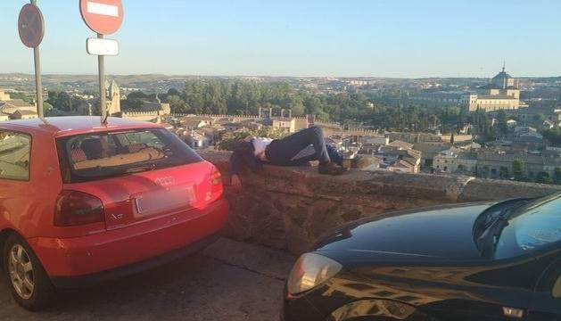 Socorren en Toledo a un joven dormido sobre un pretil a gran altura