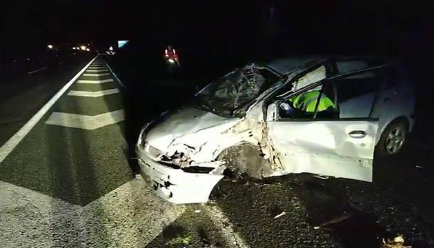 Aparatoso accidente en la Autovía de la Barranca a la altura de Etxarri Aranatz