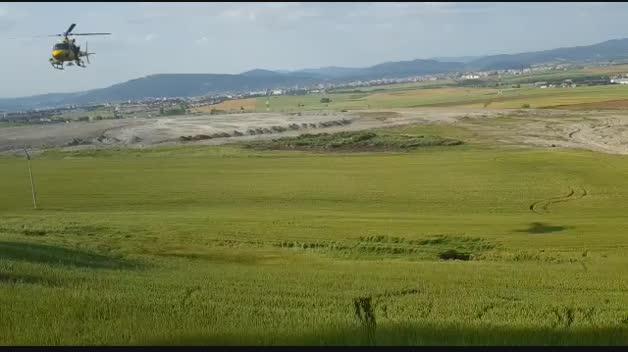 Aparece un socavón en un campo de cereal de Esparza de Galar