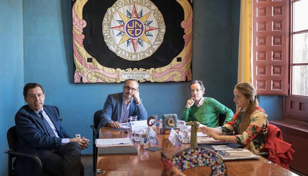 Foto de Julio Sánchez Álvarez, a la izquierda, Luis Fernández Rodríguez, Ángel Sampériz Legarre y María Bonilla Hernández, en la presentación del congreso que se celebrará en Tudela.