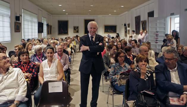 Leopoldo Abadía Pocino, zaragozano de 85 años, el martes por la tarde en el salón de actos de la Casa de Misericordia, donde impartió una conferencia con el título 'Acompañamos a los mayores'. El ponente es autor de nueve libros e imparte charlas por toda España.