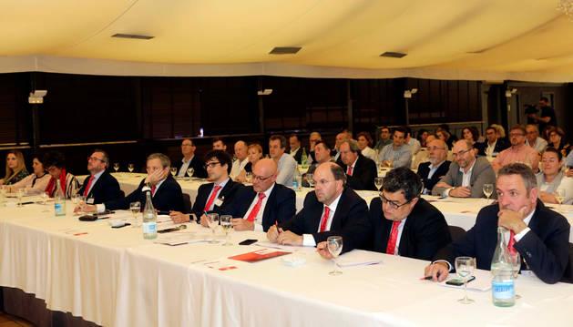 foto de Asistentes a la asamblea celebrada ayer en el hotel Don Carlos de Huarte.