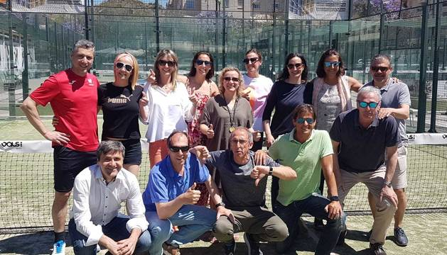 Equipos masculino y femenino del Club Tenis Pamplona.