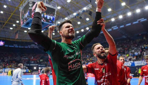 Edu Sousa celebra la clasificación de Osasuna Magna a semifinales del play-off.
