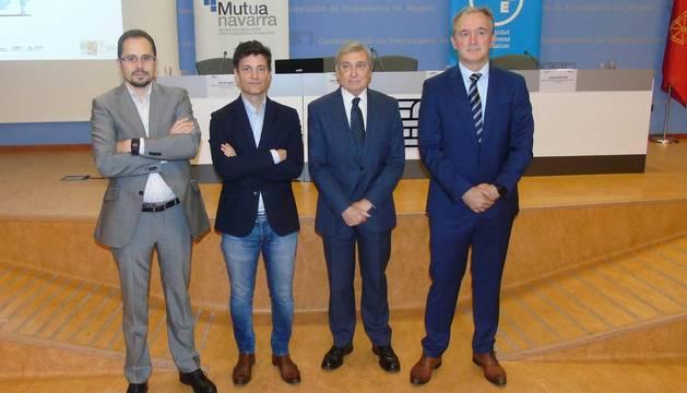 Javier Igea (responsable de Empresa Saludable de Mutua Navarra), Javier Zubicoa (director del Servicio de Trabajo del Gobierno de Navarra), José Antonio Sarría (presidente de CEN) y Juan Manuel Gorostiaga (director general de Mutua Navarra).