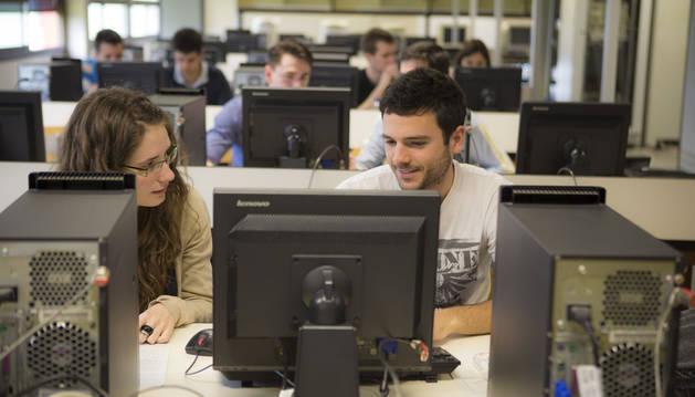 Tres de cada cuatro titulados de la UPNA tienen un empleo acorde a sus estudios