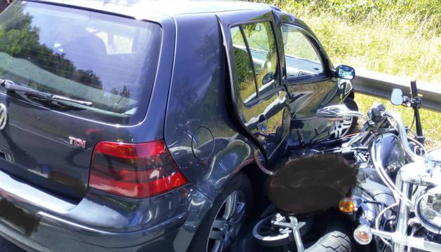 foto de Accidente de un vehículo contra varias motos en la N-121A en Bera