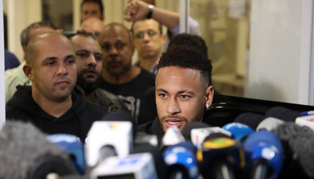 Foto de Neymar, a su llegada el pasado jueves a una comisaría de Río de Janeiro.