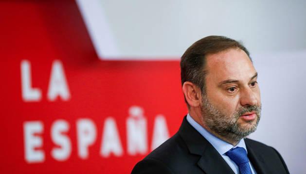 Ábalos (PSOE) advierte de que la investidura de Sánchez no pasa por los dos votos de NA+