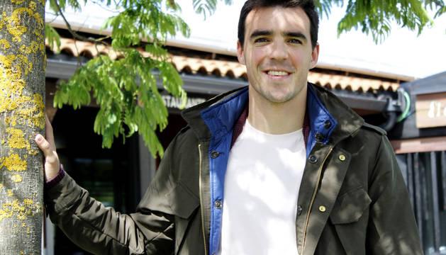 Javier Briñol, futbolista de la Mutilvera, sueña con el ascenso a Segunda B con el equipo de su pueblo. Ya jugó en la división de bronce con el Izarra.