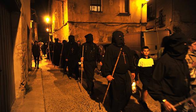 Momento de la marcha saliendo de Olite.