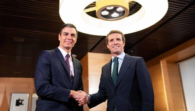 Pedro Sánchez y Pablo Casado antes del encuentro mantenido en el Congreso de los Diputados.