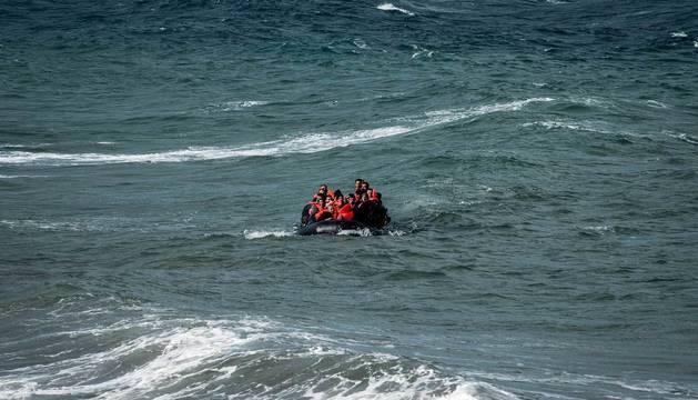 Un bote llega a Lesbos procedente de Turquía en 2015.