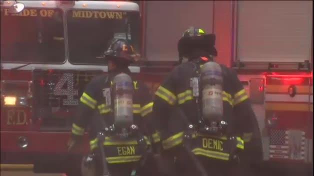 Un helicóptero estrellado contra un rascacielos de Manhattan reaviva los fantasmas del 11-S
