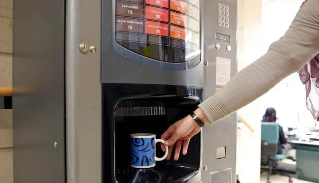 foto de Una máquina de café de una oficina