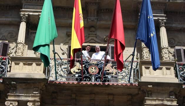 Asiron y Palacios, este miércoles, en el balcón del Ayuntamiento de Pamplona
