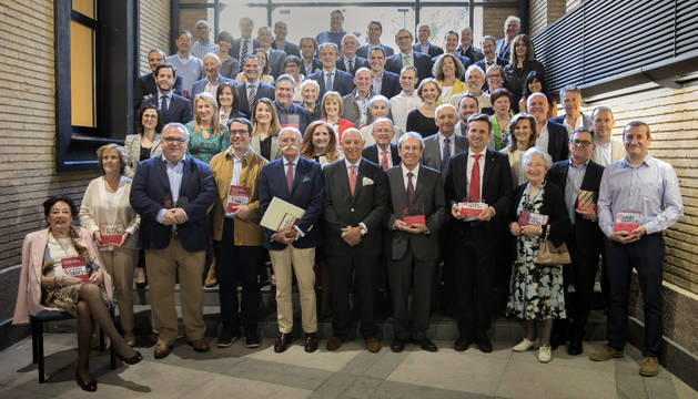 Los representantes de las entidades  recibieron de Cámara Navarra un certificado que reconoce su calidad de empresa o asociación centenaria.
