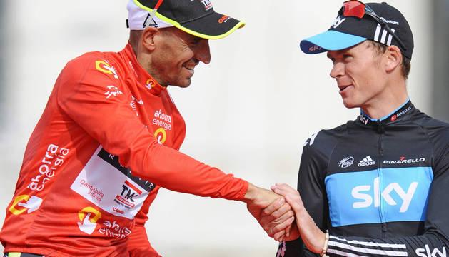 Juan José Cobo y Froome, en el podio de la Vuelta 2011.