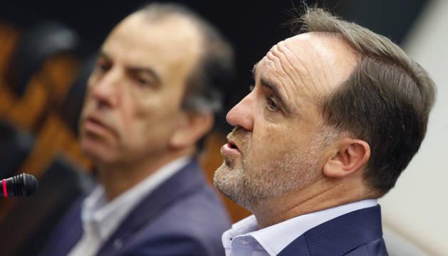 Javier Esparza, durante la rueda de prensa en el Congreso.